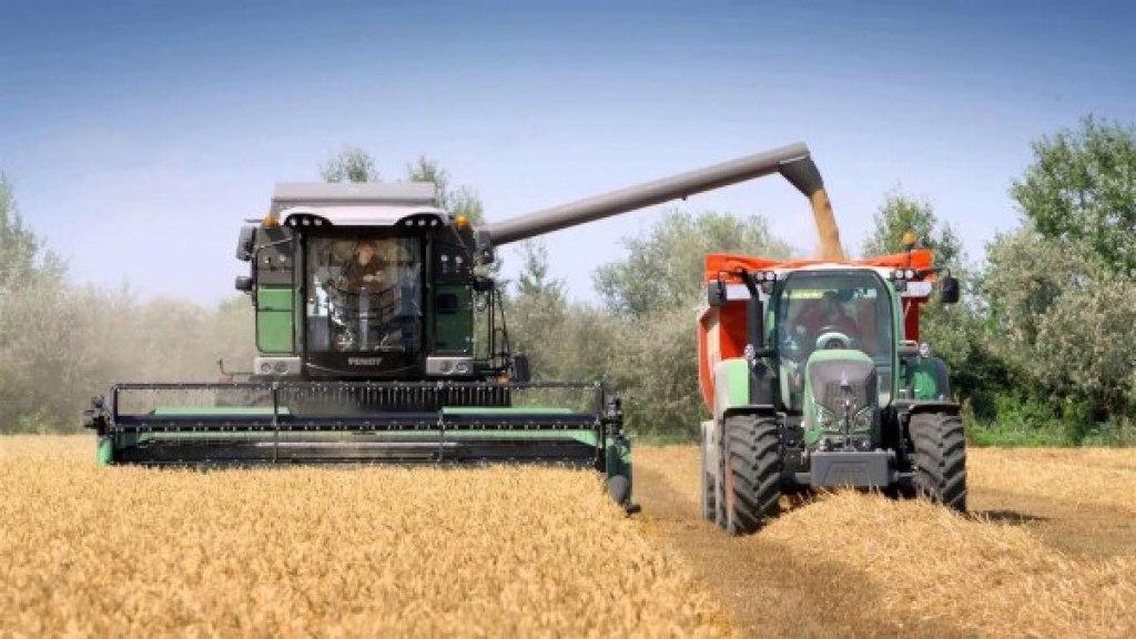 Descarga de los granos a un remolque. Fuente: Fendt