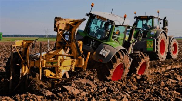 Laboreo profundo con dos tractores