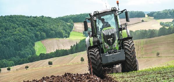 Tractor Fendt realizando una labor