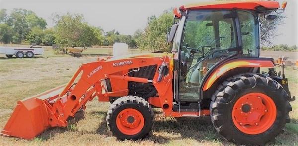 Tractor Kubota L6060. Equipado con pala frontal