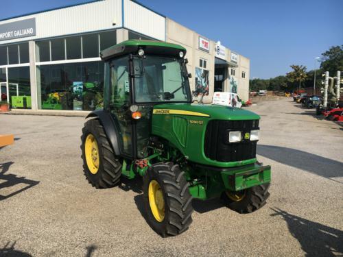Tractor frutero John Deere