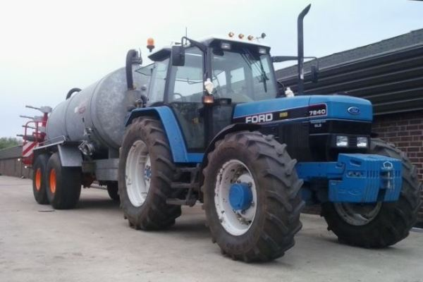 Tractor Ford 7840