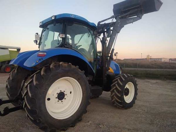 Tractor de media potencia New Holland T6030