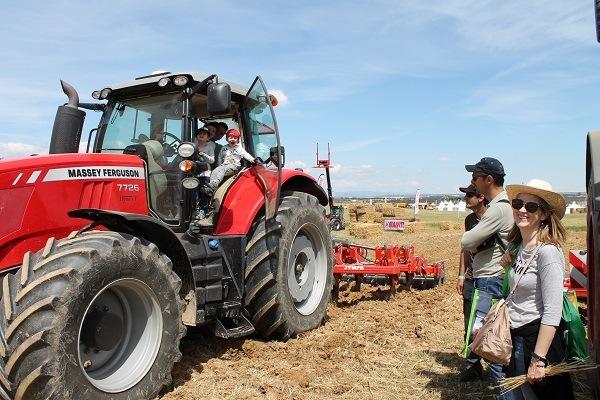 Tractor Massey Ferguso 7726 con cultivador Jympa