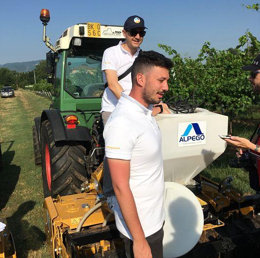 Explicación de las máquinas Alpego para viñedo