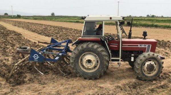 Tractor FIAT 80-66 pasando el chísel