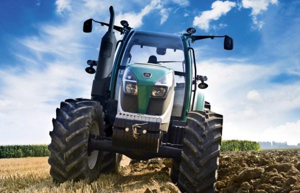 Tractor Arbos labrando