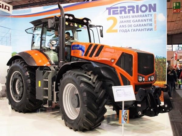 Tractor Terrion ATM 7360 en una Feria Agrícola