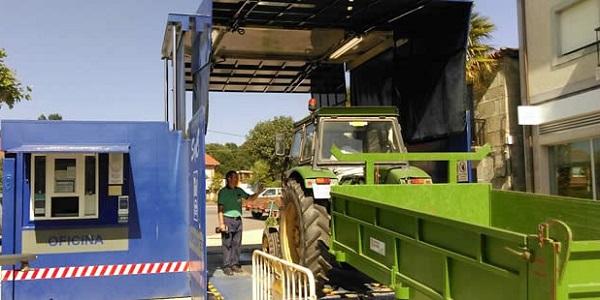 Tractor con remolque acudiendo a la ITV