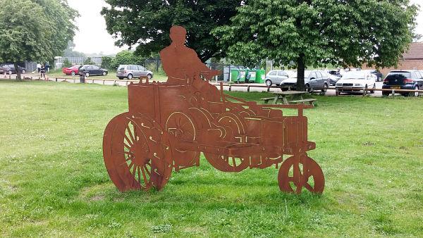 Parque en Biggleswade: monumento conmemorativo de la creación del tractor