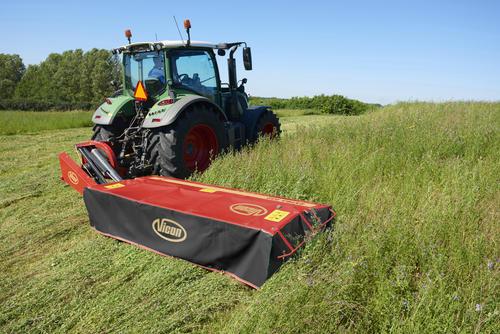 Segadora Vicon acoplada a tractor