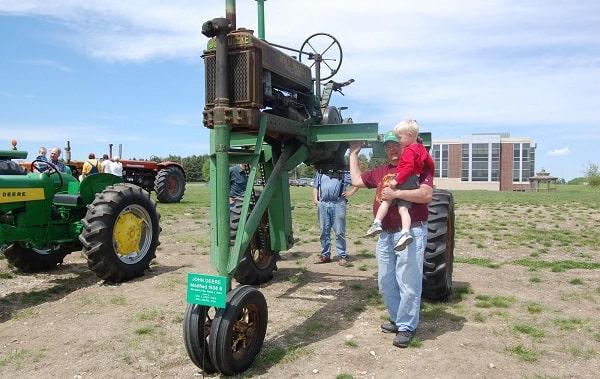 Tractor zancudo John Deere zancudo modelo B de 1949