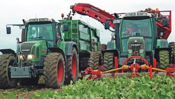 Trasvase de cosechadora arrastrada a remolque