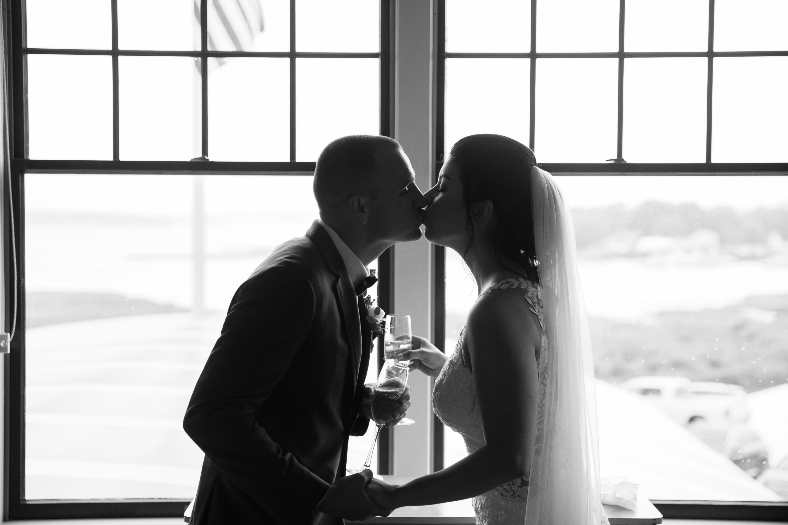 kiss, Tracy Jenkins Photography, Harbor Lights, Warwick, Rhode Island, RI, New England, Wedding, Photography