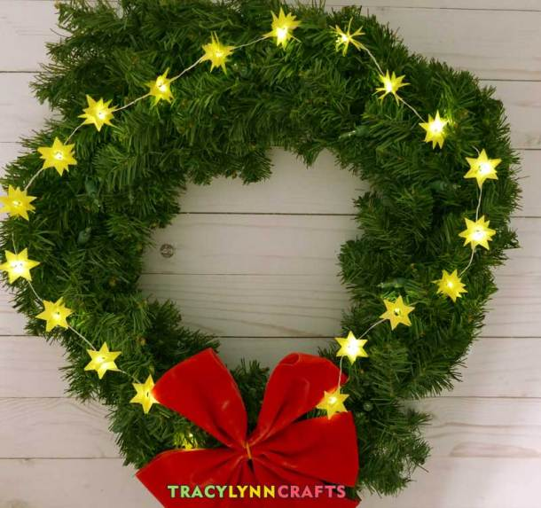 Decorate a wreath with your LED paper stars