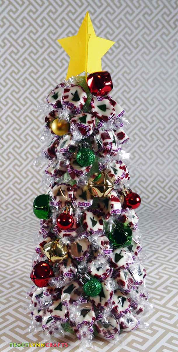 Make this delicious Christmas tree with nougat candies