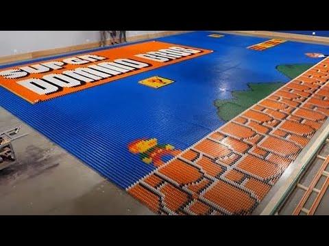 Robô constrói mural de dominós de Mario Bros. com 100 mil peças em um dia