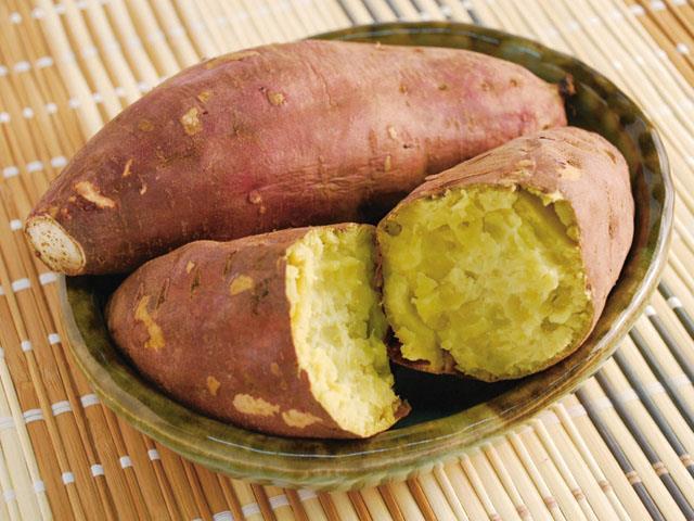 Yaki imo, patate dolci arrostite.