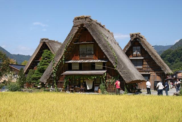 Gassho-zukuri a Shirakawa-go. Immagine tratta da wikipedia.