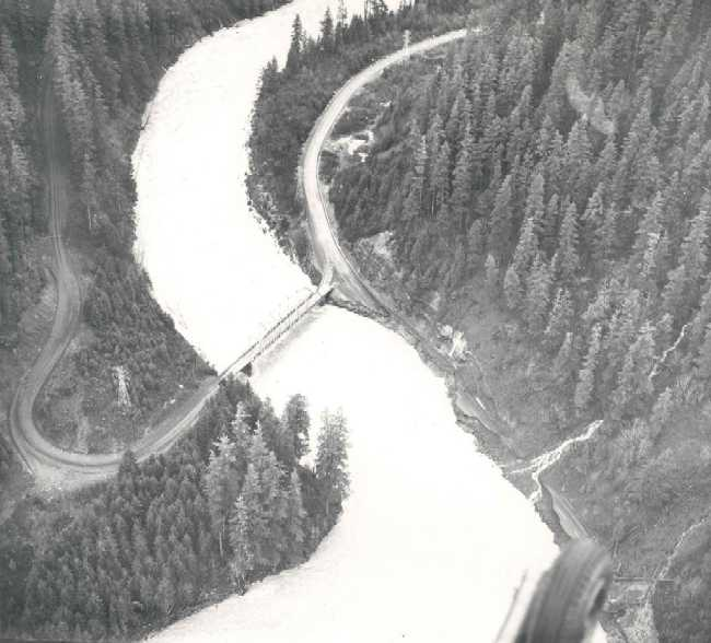 1964-flood-at-Memaloose-Bridge.jpg