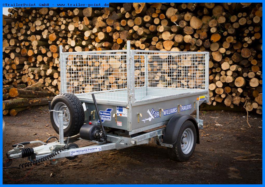TT2012 vor Holzstapel