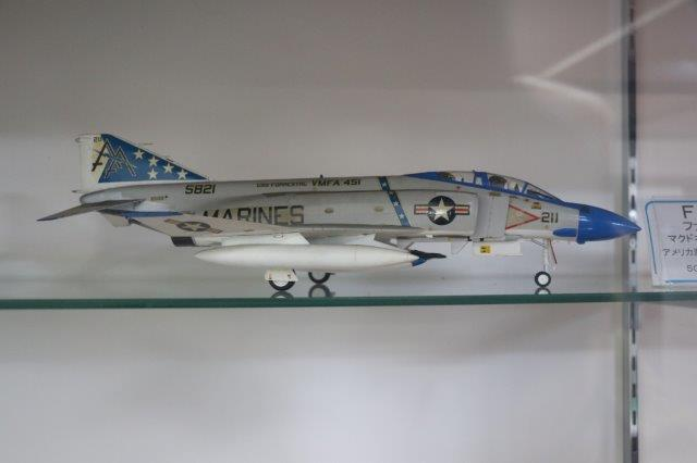 scale model, F4 Phantom, P-51 Mustang, F/A-18 Hornet, F-14 Tom Cat, B-17 Flying Fortress, Curtiss, de Havilland, Curtiss P-40M, Tiger Moth, F-15 Eagle,