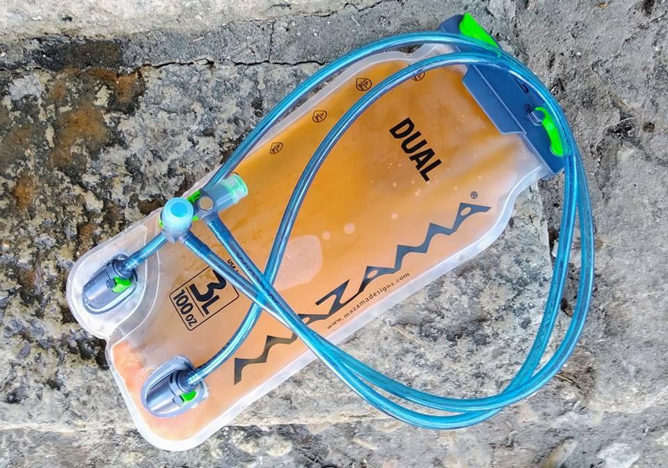 Usando nuestra Mazama Dual 3L con bebida isotónica y agua