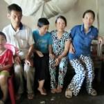 Trao 10 triệu cho mẹ già nhọc nhằn nuôi 3 con thiểu năng trí tuệ và cháu ngoại