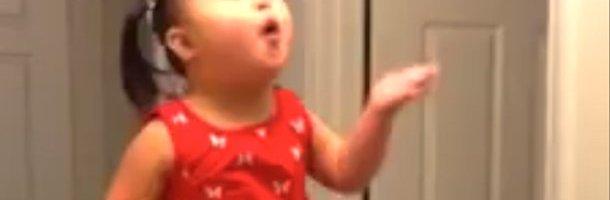 video zariah bé gái 4 tuổi