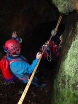 Rigging a traverse for abseil/ladder with group
