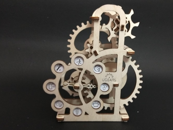 An operational mechanical dynamo in 1:12 scale.