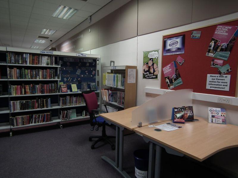 Wnętrze biblioteki w Forfar