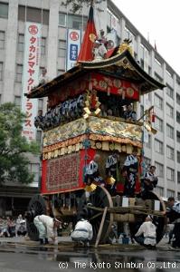 Turning Iwato-yama on top of bamboo