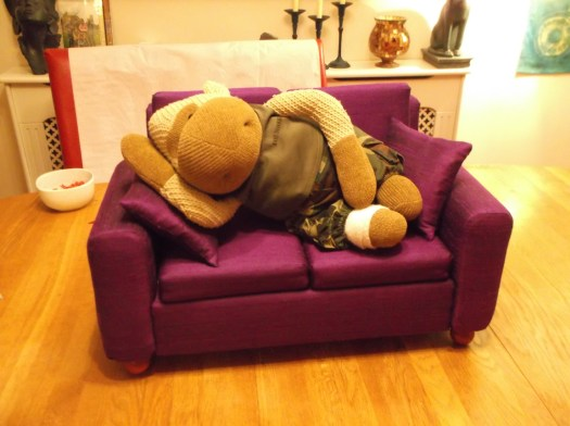 A Silk Settee, the right size for a Super Dollfie (R) doll - also the perfect sleeping place for a Yo Monkey