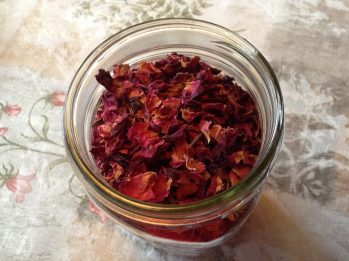 Rose Petals, dried herb, infusion, tea, herbal medicine, alternative medicine, anti-inflammatory, herb warms the heart, herbal effects, antiinflammatory, herb lifts depression,
