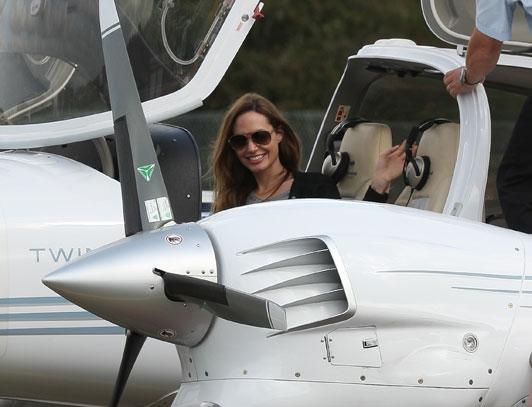 Angelina Jolie_Pilot