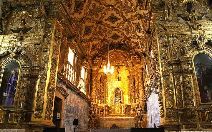 Interior de la Iglesia de la Tercera Orden del Carmo en Salvador.