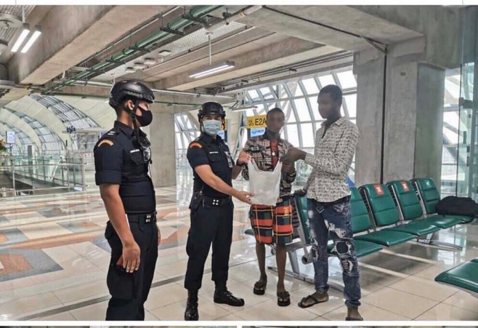 Three Nigerians stranded at a Thailand Airport.  Source: @RichardBarrow on Twitter.