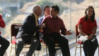 Photo of AMLO exhibe foto de director de OHL encarando a Peña Nieto