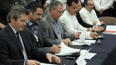 Photo of Daimler va con todo, firma convenio con Canacar
