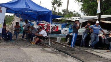 Photo of Docentes bloquean vías del tren en municipios de Michoacán