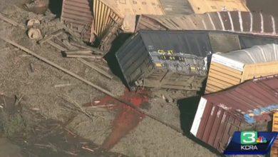 Photo of [VIDEO] Se descarrila tren en California: 22 vagones caen al río