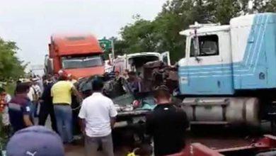 Photo of Tractocamión destroza a camioneta en Chiapas, hay 7 muertos