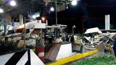 Photo of Trailer se impacta contra caseta de cobro en Autopista Siglo XXI