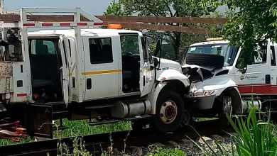 Photo of Tren choca contra dos camionetas de supervisión en vías férreas