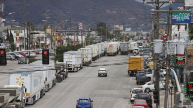 Photo of Persisten retrasos en cruces de camiones entre México a Estados Unidos