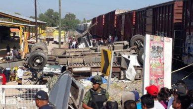 Photo of Tren choca a camión de pasajeros en Querétaro, hay nueve muertos
