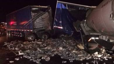 Photo of Camión de cerveza se accidenta y muere el operador, rapiñan operadores
