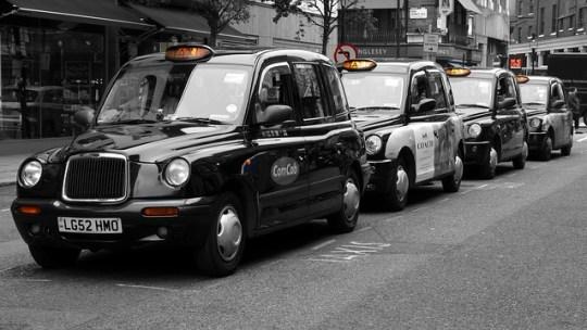 Réserver un taxi gare à moindre coût: comment faire?