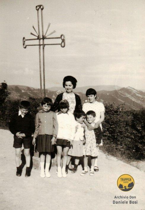 1965 - Maestra e bimbi della scuola di Casanova dell'Alpe